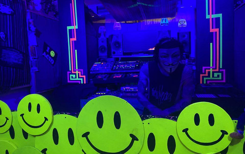 Legion playing his DJ set in Simbiosis Studio